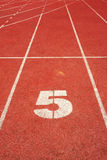 5 linje running spår Arkivbilder