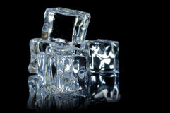 5 sfuocatura di macro 9 dei cubi di ghiaccio Fotografie Stock Libere da Diritti