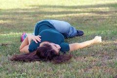 5 unga älskvärda outoors för brunett Royaltyfria Bilder