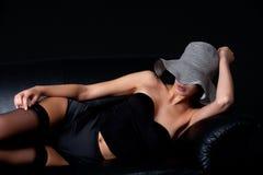 50个长沙发etnic lingery mult s妇女年轻人 库存图片