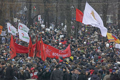 50.000 ensamblan la reunión cuadrada de la protesta de Moscú Bolotnaya fotos de archivo libres de regalías