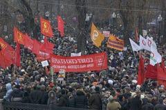 50.000 juntam-se à reunião quadrada do protesto de Moscovo Bolotnaya Imagens de Stock