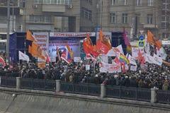 50.000 juntam-se à reunião quadrada do protesto de Moscovo Bolotnaya Fotografia de Stock Royalty Free