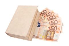 50 billetes de banco euro bajo un libro Foto de archivo libre de regalías