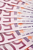 500 euro billets de banque ont éventé à l'extérieur Photos stock