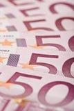 500 euro billets de banque ont éventé à l'extérieur Photo libre de droits
