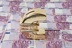 500 euro factures et signe d'euro d'or Photos libres de droits