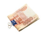 5000 rubli, i soldi russi, fatture hanno fermato il togethe con una graffetta Fotografie Stock
