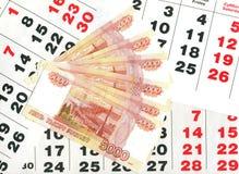 5000 rublos e a folha do calendário. Imagem de Stock