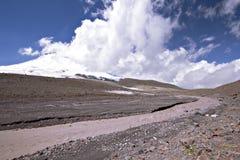 5642m mot floden för oklarhetselbrusglaciär Royaltyfri Bild