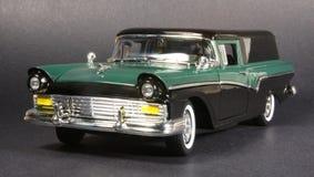 '57 Ford Eilbote-Limousine-Anlieferung lizenzfreie stockfotos