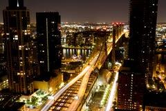 59. Straßen-Brücke nachts Stockfoto
