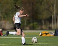 5d女孩足球大学运动代表队 库存图片