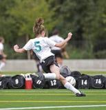 5e女孩足球大学运动代表队 库存照片