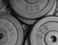 Free 5kg Weight Plates On A Black Rubber Floor Inside A Weight Training / Weightlifting Gym Stock Photos - 141734473