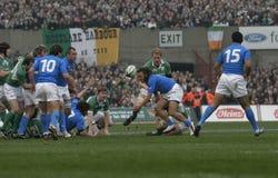 6个爱尔兰意大利殴打国家橄榄球v 免版税库存照片