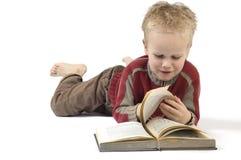 6本书男孩读取 库存照片