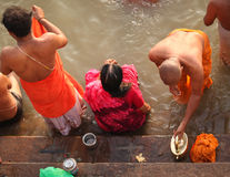 6 индусских людей varanasi в ноябре Стоковое фото RF