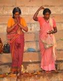 6 индусских людей varanasi в ноябре Стоковое Изображение