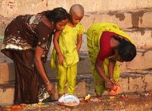 6 индусских людей varanasi в ноябре Стоковые Фото