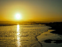 太阳被设置在科罗纳多海滩在圣地亚哥在6月 库存图片