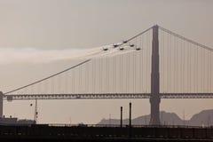 6 avions à réaction au-dessus de pont en porte d'or en semaine de flotte Photographie stock