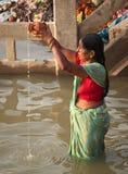 6 hinduiska november folk varanasi Arkivfoto