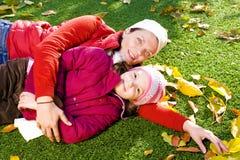 6 jaar oud meisjes met haar moeder Royalty-vrije Stock Fotografie