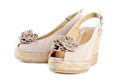 6 kvinnor för wedge för s-sandalssuede Royaltyfria Bilder