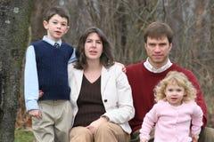 6 lyckliga folk för familj fyra Royaltyfria Bilder