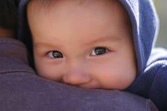 6 meses felices del bebé mezclado Foto de archivo