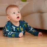 6 mobth old baby crawling on floor at home Royalty Free Stock Photos