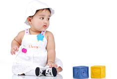 6 mois de 8 enfants en bas âge Photos libres de droits