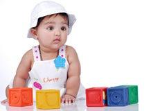 6 mois de 8 enfants en bas âge Images libres de droits