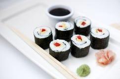 6 parties de sushi sur le palte Images libres de droits