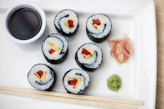 6 parties de sushi sur le palte Image libre de droits