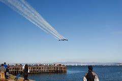 6 tracce del vapore sopra San Francisco Bay Immagini Stock