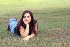6 unga älskvärda outoors för brunett Royaltyfria Foton