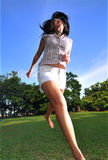7个女孩愉快的公园 免版税库存图片