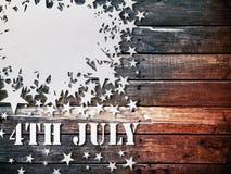 7月四日纸星形白色木头 免版税库存图片