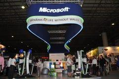 7 2009 gitex Microsoft pawilonu okno zdjęcie stock