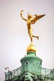 在7月专栏顶部的雕象在巴黎,法国 免版税图库摄影