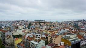 里斯本,葡萄牙,全视图:城堡、7小山和塔霍河 免版税库存照片