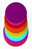 7 gefärbt ringsum Kästen Stockfotos