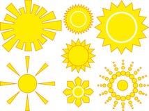 7 Ikonen gelbe Sonne in den verschiedenen Auslegungen Stockfotos