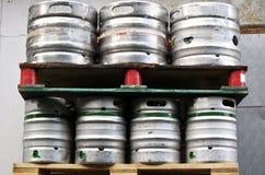 7 vaten bier Stock Afbeeldingen