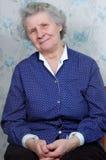 70 Einjahres Frauenlächeln Stockfoto