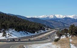 70 interstate berg som är steniga in mot Arkivfoton