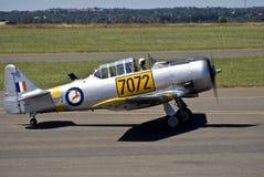 7072 - N. American AT-6C Harvard Mk 4. Vintage war plane - North American AT-6C Harvard Mk 4, (SAAF 7072) taxiing down the slipway Stock Photography