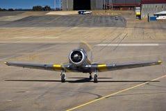 7072 - N. American AT-6C Harvard Mk 4. Vintage war plane - North American AT-6C Harvard Mk 4, (SAAF 7072) taxiing down the slipway Stock Photos
